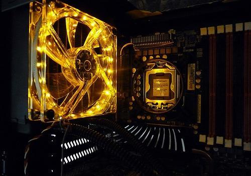 Tetszetős LED szalaggal moddingol ventillátor