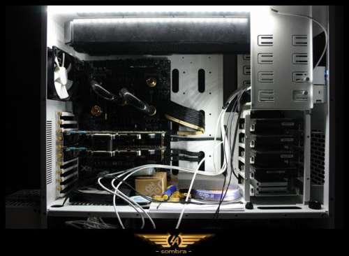 Számítógépház fehér LED világítás moddinggal