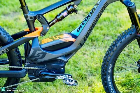 61b90b6b4ed5 Ma így néz ki egy modern középmotoros rendszerrel szerelt, csúcs kategóriás  Pedelec MTB kerékpár.