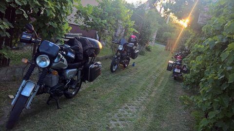 173834ff6335 Ezután valamivel később megjött egy másik túratárs is egy Honda  TransAlp-pal estefele, Balatonszárszóról.